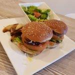 HelloFresh Kip-cheeseburgers met zoete rode ui