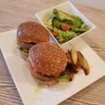 HelloFresh Kip cheeseburgers met zoete rode ui
