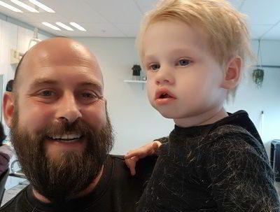 Baby huilen eerste keer kapper