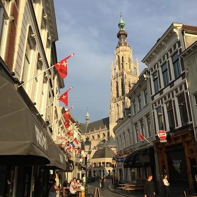 Horeca Breda vlaggen leiden de weg