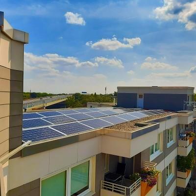 Zonnecollectoren zorgen voor groene energie opgewekt uit zonlicht