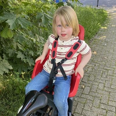 Kind op de fiets naar school brengen